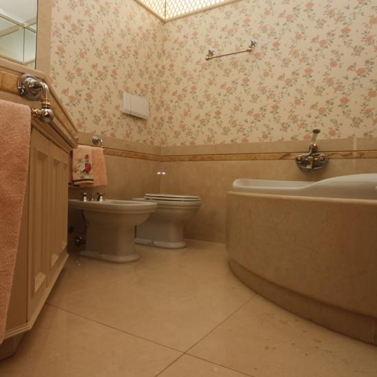 Sala da bagno marmi damiani - Porta sali da bagno ...