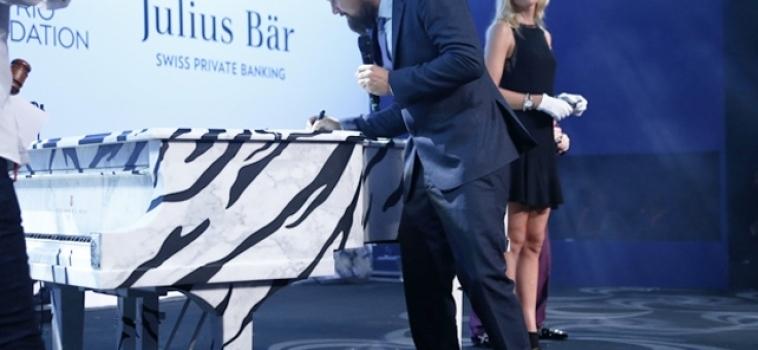 DiCaprio e il pianoforte di marmo per salvare le tigri
